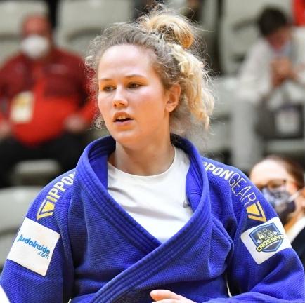 Rookie Yael van Heemst pakt zilver in Praag